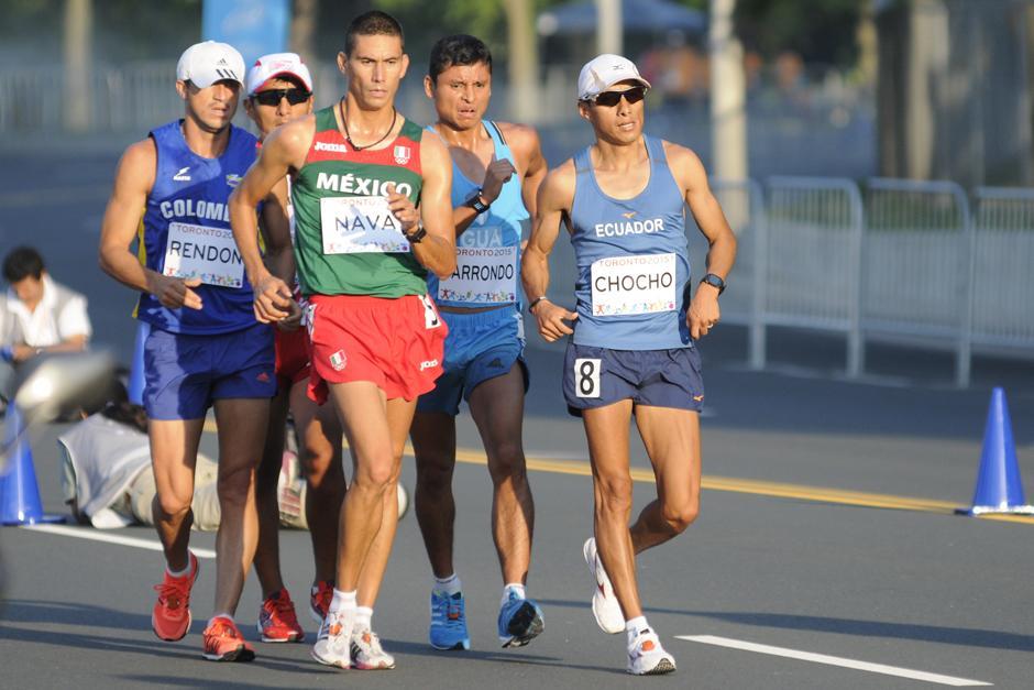 Erick Barrondo encabezando la prueba de 50 kilómetros de marcha en Toronto 2015. (Foto: Pedro Mijangos/Soy502)