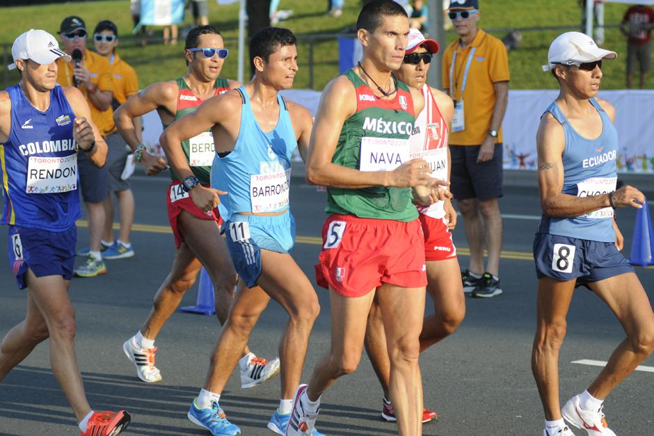 Barrondo durante los primeros kilómetros de la prueba de 50km de marcha en los Juegos Panamericanos de Toronto 2015. (Foto: Pedro Mijangos/Soy502)
