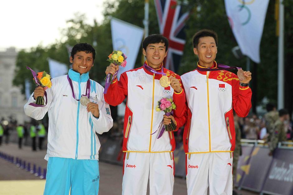 En el podio, Erick Barrondo, quien evitó que los chinos hicieran el uno, dos y tres en los 20 kms marcha en Londres 2012. (Foto: Archivo/Soy502)