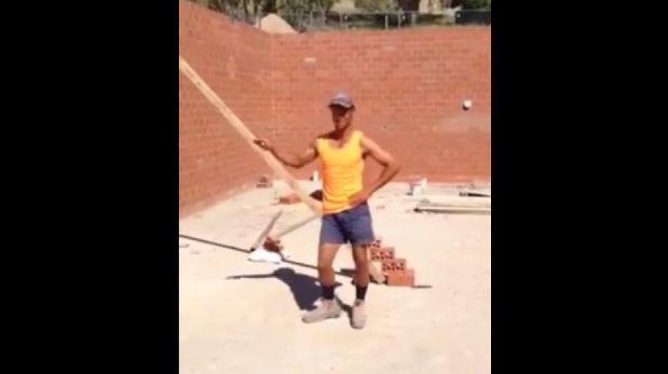 El obrero australiano hace reír a todos con su imitación de Beyonce