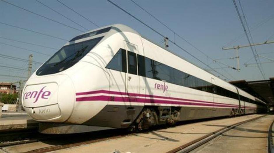 El tren se dirigía de Santander a Madrid