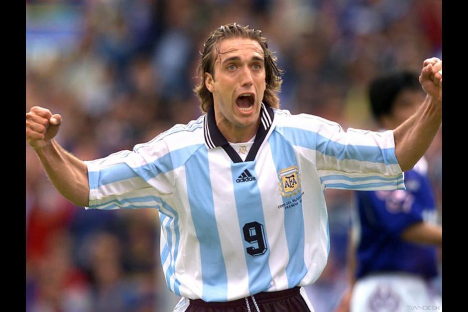 El argentino Gabriel Batistuta es quien más goles ha anotado en la Copa América para su país, con un total de 13 tantos. (Foto: goal.com)