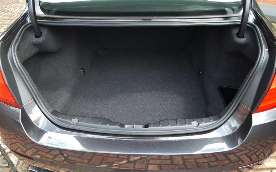 El baúl del carro no es totalmente hermético, si quedas encerrado, tienes 12 horas antes de acabarse el aire. (Foto: automovilescolombia.com)