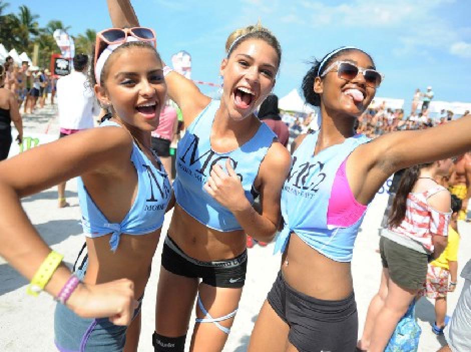 Ellas lucieron sus curvas en el Model Beach Volleyball 2016 . (Foto: miami.com)