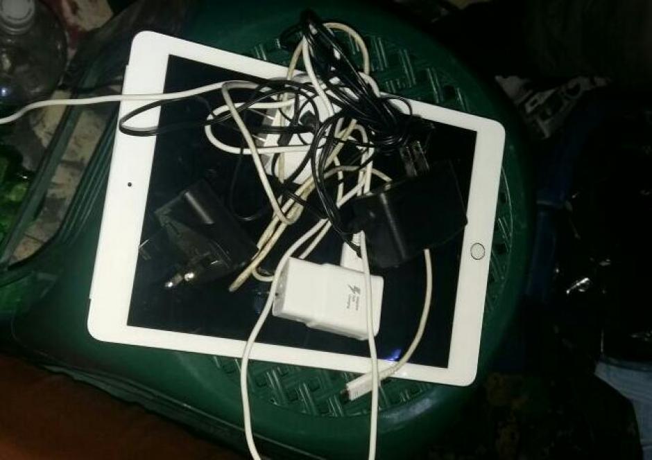 Una tablet se encuentra entre lo localizado en la nueva requisa en Mariscal Zavala. (Foto: Sistema Penitenciario)