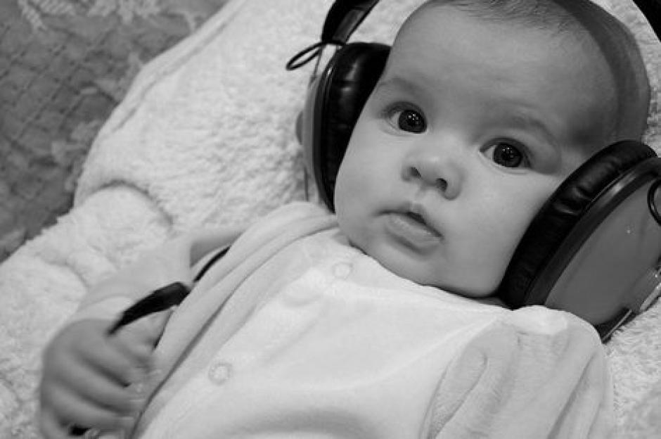 La música ayuda a los bebés a aprender a hablar. (Foto: redesparalaciencia)
