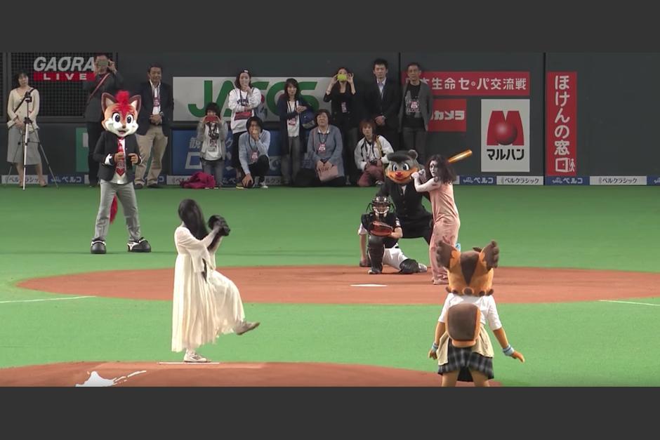 Personajes de terror en un juego de beisbol. (Captura de pantalla: Panda Puppet/YouTube)