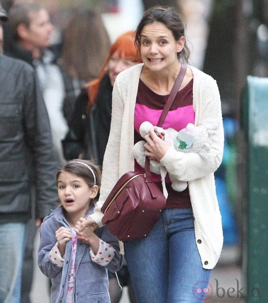 Katie Holmes y Suri Cruise también resaltan por su gran parecido. (Foto: bekia.com)