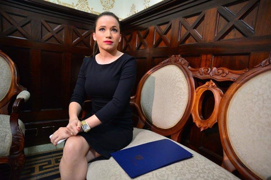 La exasistente de Baldetti llegó al Congreso luego de conocer que se aceptó la renuncia de Pedro Muadi. (Foto: Wilder López/Soy502)