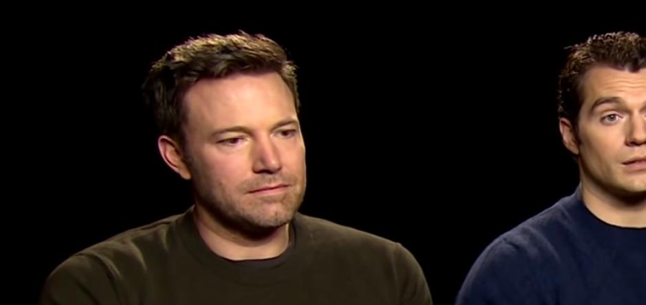 "En una entrevista acerca de lo malo del film ""Batman vs Superman"", Affleck tenía la mirada perdida. (Foto: captura de pantalla)"