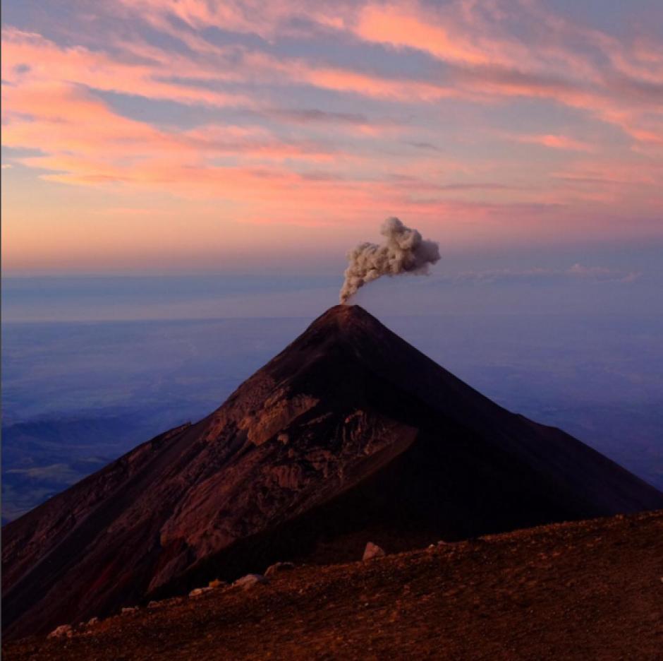 En las últimas semanas el Volcán de Fuego ha incrementado su actividad. (Foto: Ben Langford, Instagram)