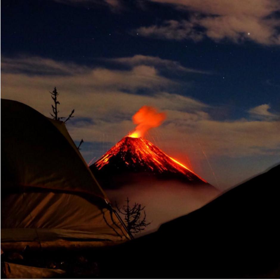 Esta fotografía del Volcán de Fuego fue tomada a las 3:30 am. (Foto: Ben Langford, Instagram)
