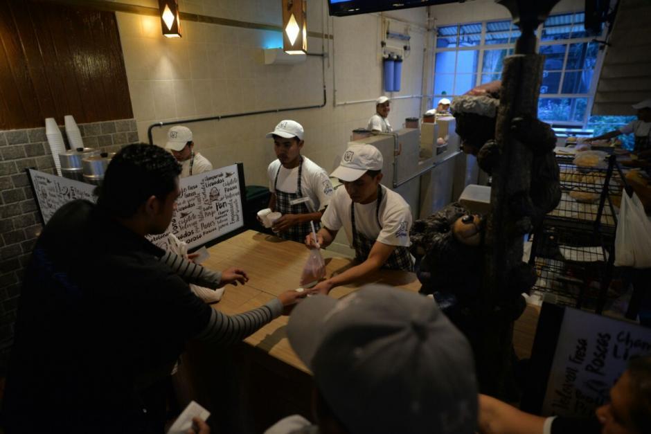 El lugar cambió la sede para atender a los clientes. (Foto: Wilder López/Soy502)