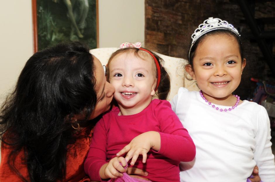Los padres de Belén siguen luchando para recaudar fondos y así poder operar a la pequeña.