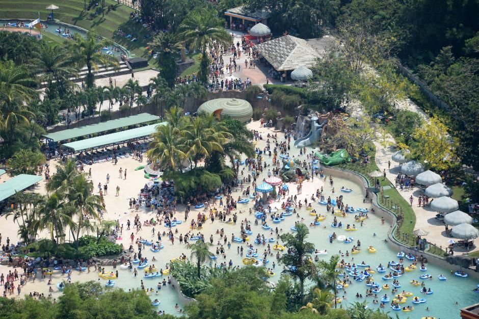 El parque de Xocomil se llenó de familias que aprovecharon las vacaciones. (Foto: Esteban Biba/Soy502)