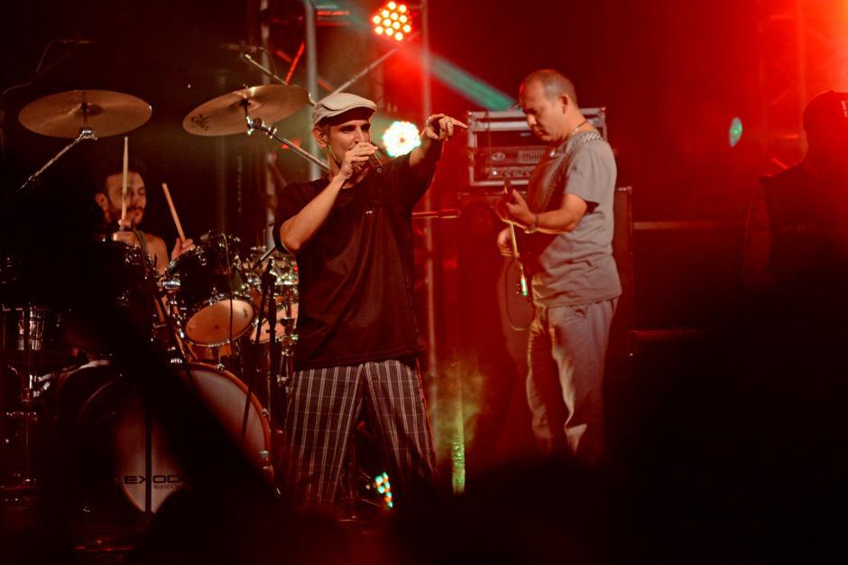 El vocalista Guillermo Bonetto inicio el concierto con mucha energía. (Foto: Esteban Biba/Soy502)