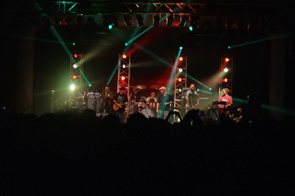 El teatro Variedades se llenó de seguidores de Los Cafres. (Foto: Esteban Biba/Soy502)