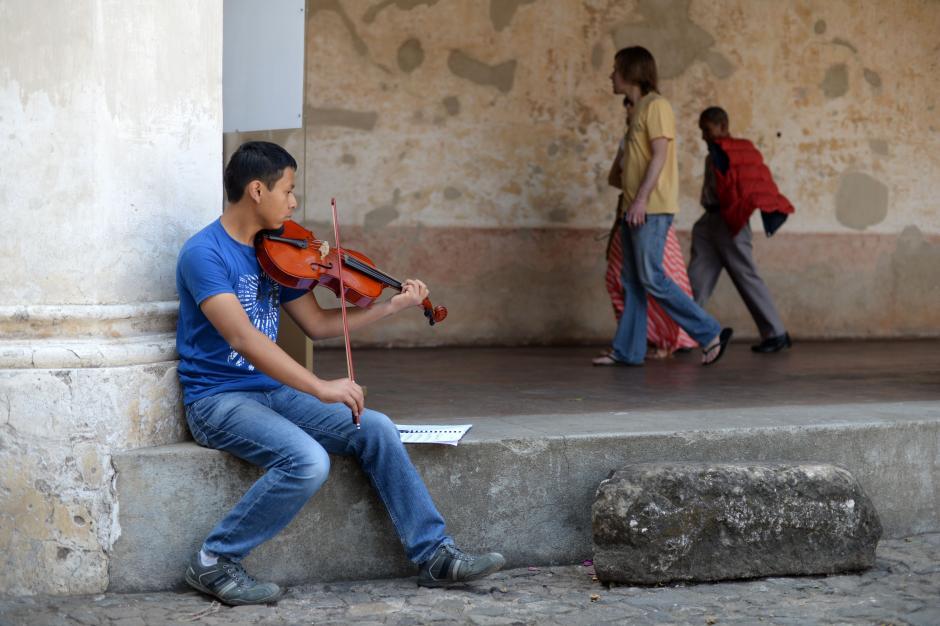 Sonidos Para la Vida enseña música a más de 700 niños, niñas y jóvenes. (Foto: Esteban Biba/Soy502)