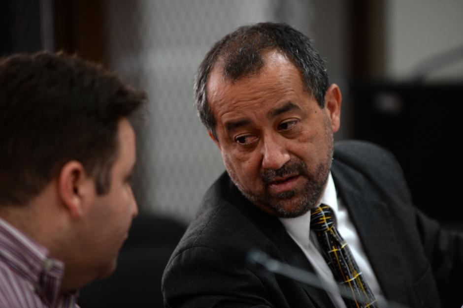 Barreda realiza consultas con su abogado defensor. (Foto: Esteban Biba/Soy502)