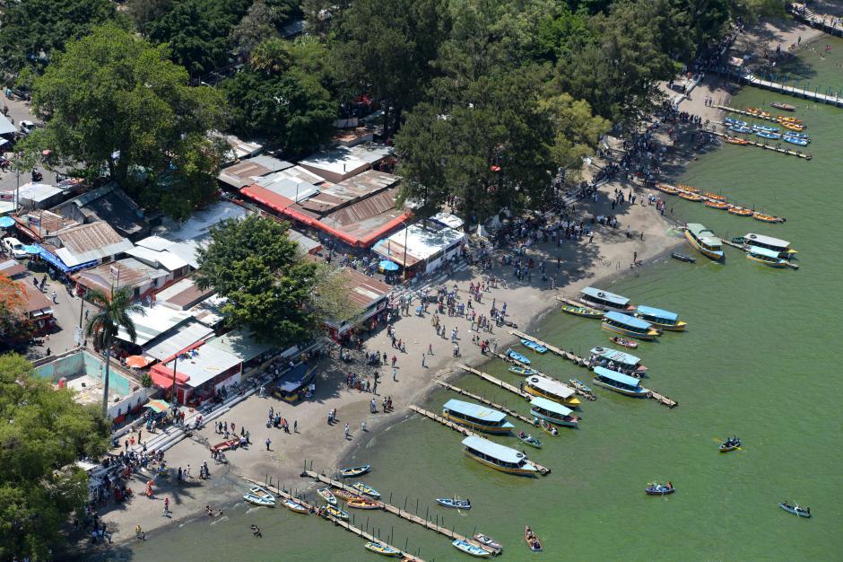 Los vacacionistas también fueron al lago de Amatitlán. (Foto: Esteban Biba/Soy5029