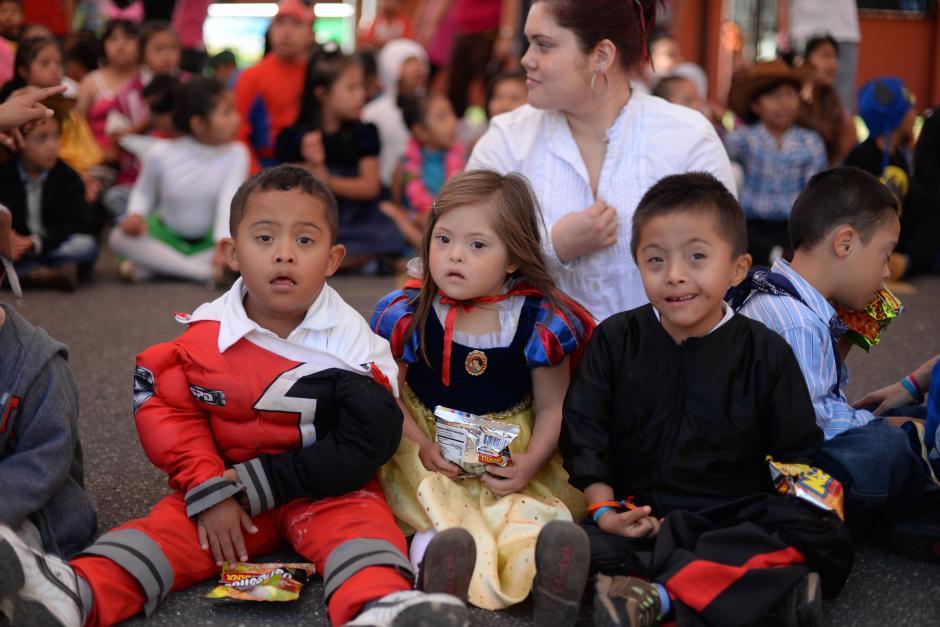 Los niños de la Fundación Margarita Tejada celebraron el día con disfraces. (Foto: Esteban Biba/Soy502)