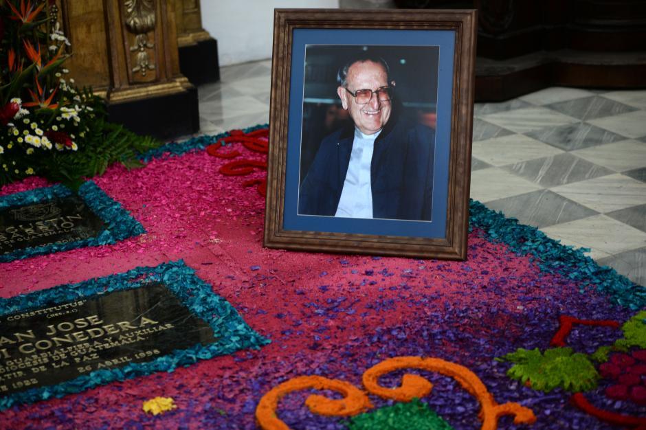 """Dos días después de presentar el informe """"Guatemala: Nunca más"""" fue asesinado en el parque San Sebastían en el Centro Histórico. (Foto: Esteban Biba/Soy502)"""