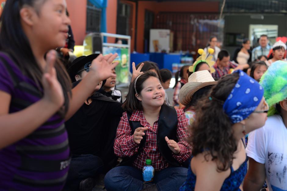 La fundación realizó varias actividades con los niños y niñas. (Foto: Esteban Biba/Soy502)