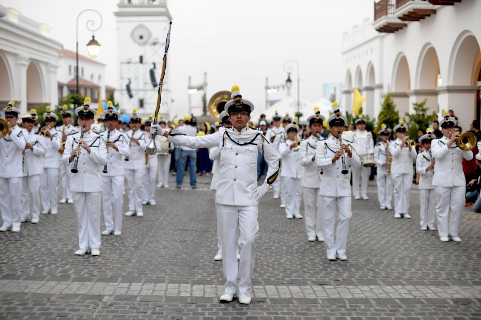 La marcha fue acompañada por la banda del Colegio San Sebastián. (Foto: Esteban Biba/Soy502)