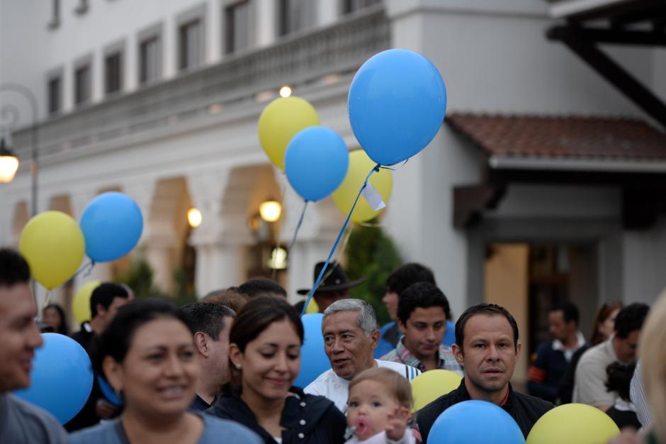 Con la compra de los globos se donó dinero a la Fundación Ayudame a Vivir (AYUVI) para dar tratamiento a pacientes con cáncer infantil. (Foto: Esteban Biba/Soy502)