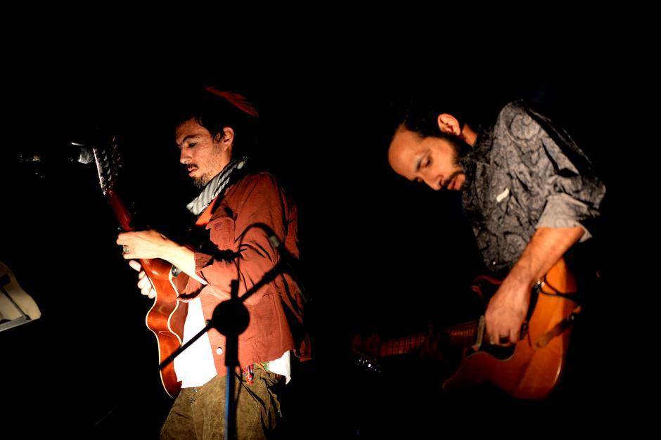 El Ishto tocó parte del concierto junto con el Primocaster. (Foto: Esteban Biba/Soy502)