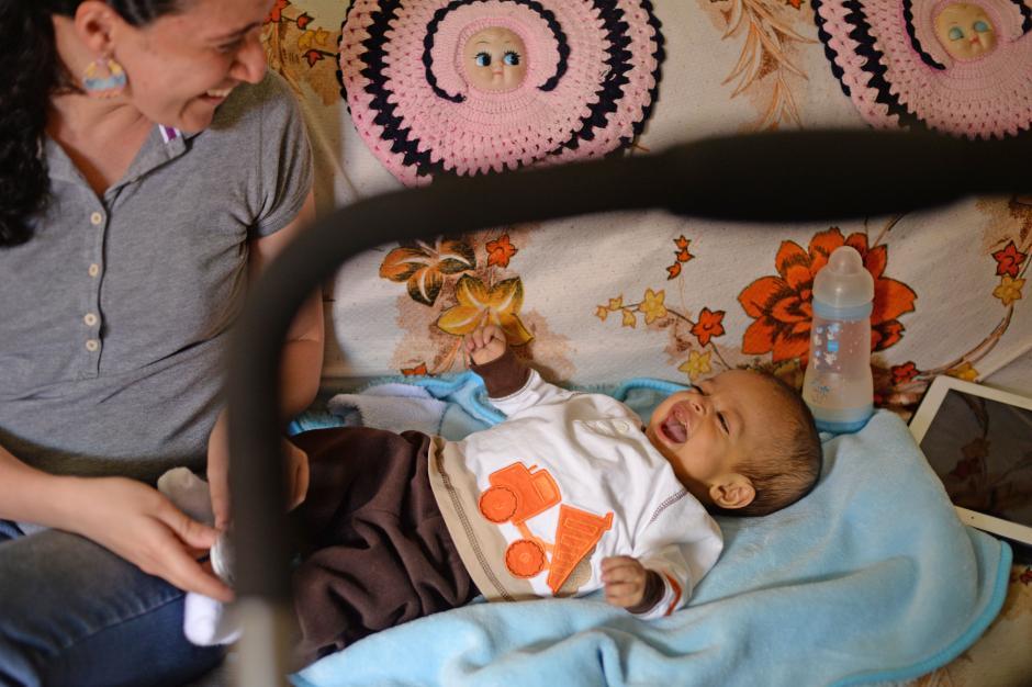 Luis Eduardo nació con problemas del hígado y a las pocas horas de nacido debío de ser operado. (Foto: Esteban Biba/Soy502)
