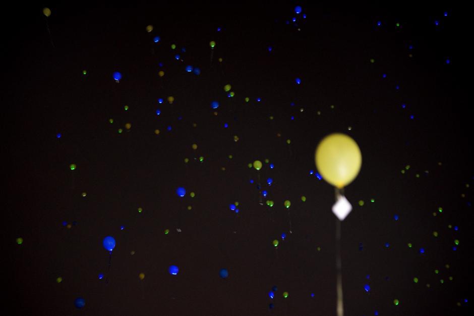 Los globos con luces LED iluminaron la zona 16. (Foto: Esteban Biba/Soy502)
