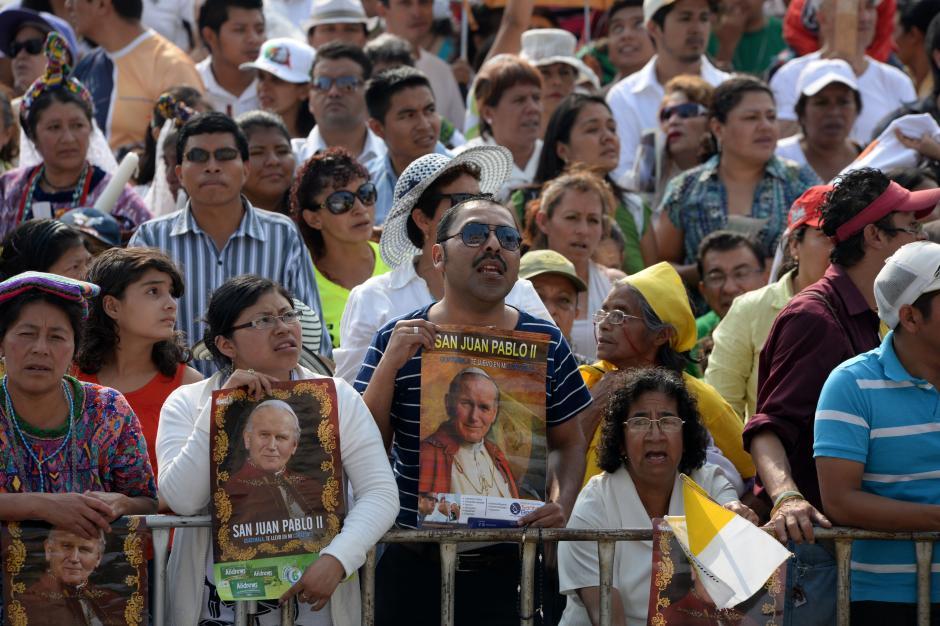 Los devotos llegaron desde cuatro puntos de la ciudad hasta la Catedral. (Foto: Esteban Biba/Soy502)