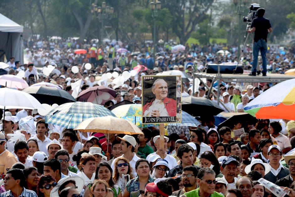 El papa Juan Pablo II visitió tres veces Guatemala y por ello los católicos le guardan un gran cariño. (Foto: Esteban BIba/Soy502)