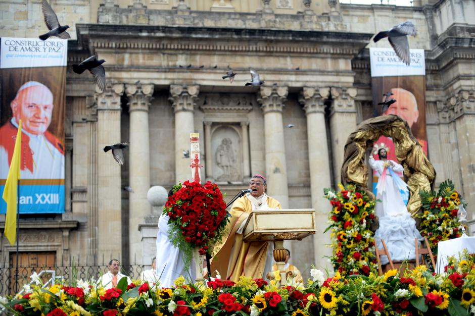 El Arzobispo Óscar Vian habló sobre los dos nuevos Santos de la Iglesia Católica. (Foto: Esteban Biba/Soy502)