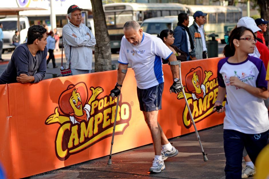 Para este competidor, un participante habitual en las carreras de la ciudad, no hubo excusa para ayudar a los niños con cáncer en la Carrera Arco Iris. (Foto: Esteban Biba/Soy502)