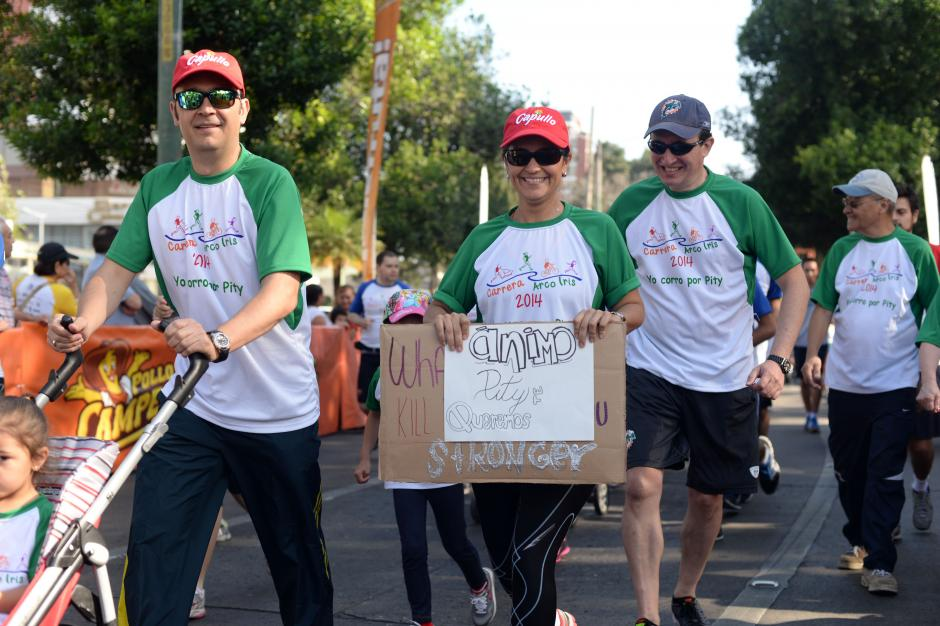 Familiares particparon para apoyar a pacientes con cáncer. (Foto: Esteban Biba/Soy502)