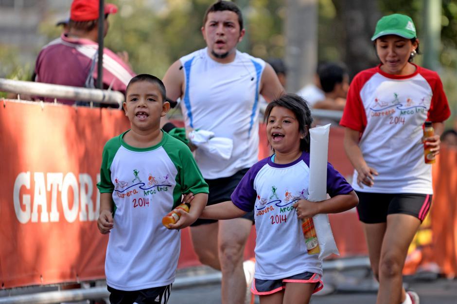 Los pequeños demostraron los valores de competición y solidaridad durante la carrera. (Foto: Esteban Biba/Soy502)