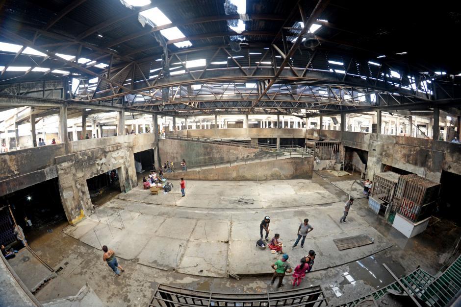 En pocos días, ejército, trabajadores del gobierno e inquilinos han limpiado la mayoría de los escombros. (Foto: Esteban Biba/Soy502)