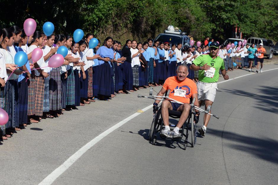 El apoyo de los ciudadanos no puede faltar a la orilla de la carretera. (Foto: Archivo/Soy502)