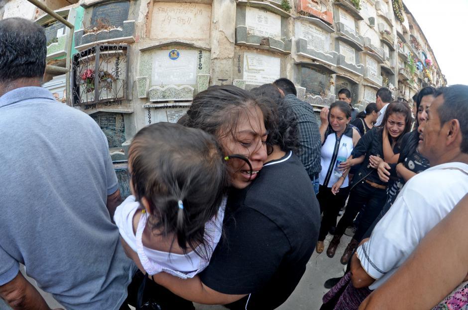 La joven fue atacada a balazos junto su hermana menor. (Foto: Esteban Biba/Soy502)