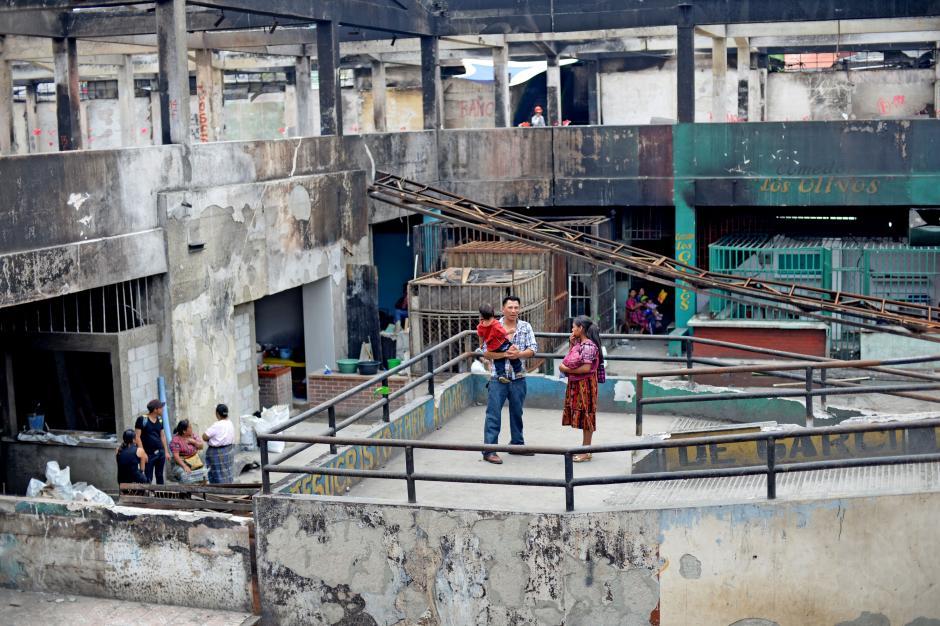 Aún se ven escenas de desolación entre los inquilinos del Mercado La Terminal. (Foto: Esteban Biba/Soy502)