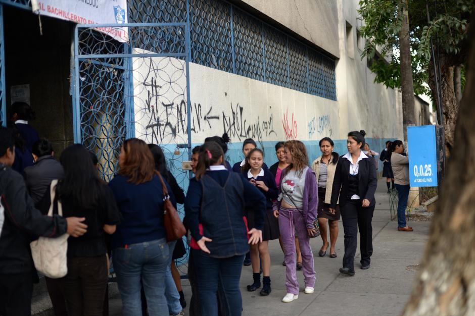 Las alumnas asistirán mañana para recibir tareas. (Foto: Esteban Biba/Soy502)