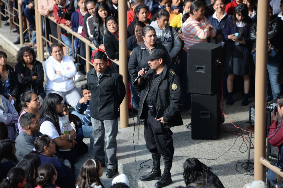 El encargado de Escuelas Seguras ofreció más elementos para vigilar las escuelas. (Foto: Esteban Biba/Soy502)