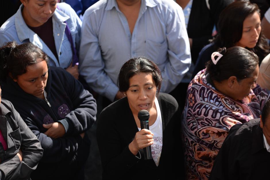 Esta madre manifestó preocupación por la seguridad de su hija. (Foto: Esteban Biba/Soy502)