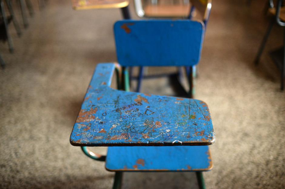 El aula en donde estudiaba Karla Oscal en el INCA luce desolada. (Foto: Esteban Biba/Soy502)