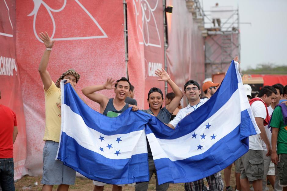Fanáticos de toda Centroamérica llegaron para disfrutar del Empire Music Festival, como estos jovenes hondureños. (Foto: Esteban Biba/Soy502)
