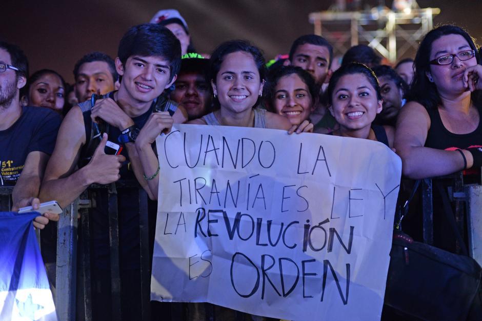 El público esperó ansioso a los puertorriqueños de Calle 13. (Foto: Esteban Biba/Soy502)