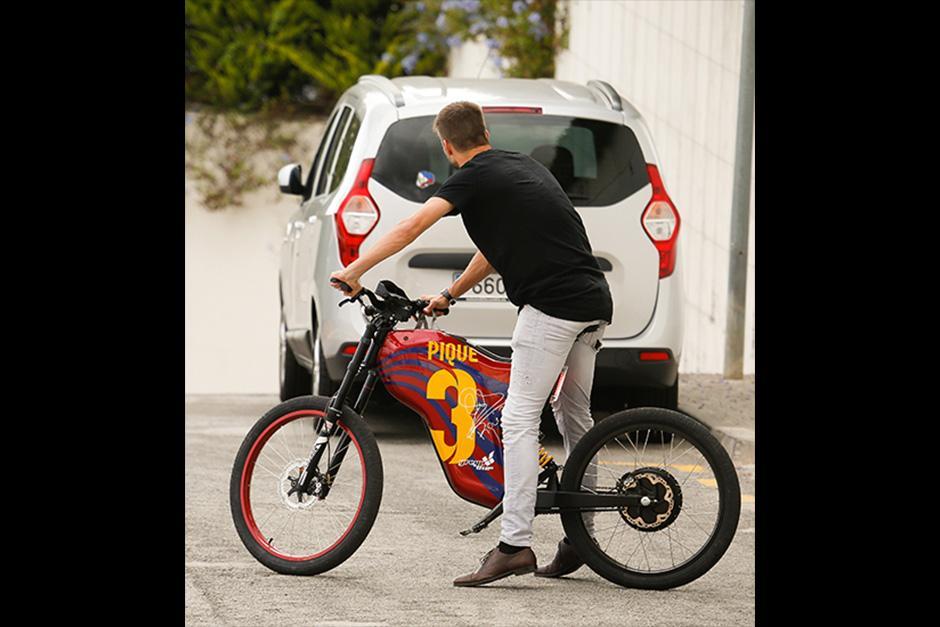 Piqué tiene una bicicleta con el numero que usa en el Barcelona. (Foto: The Grosby Group)