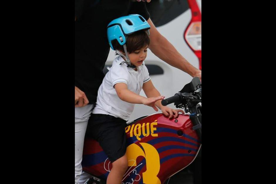 Así es la bicicleta que tiene Piqué y con la cual pasea a sus hijos en Barcelona. (Foto: The Grosby Group)